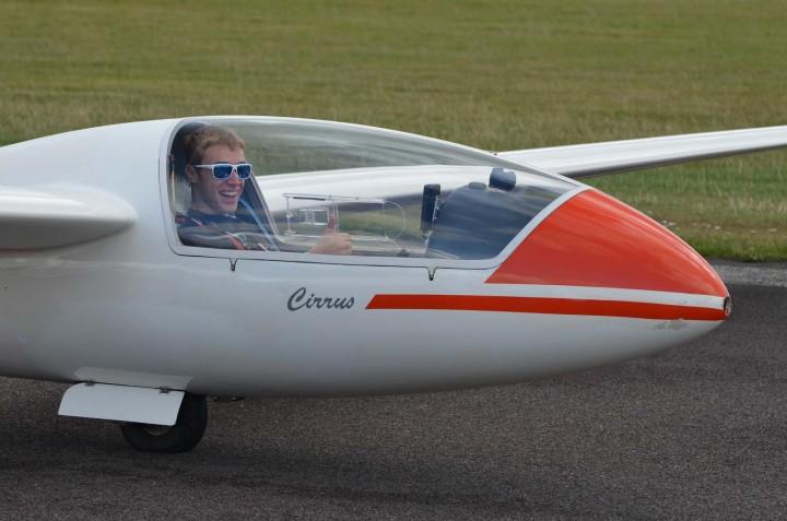Closed cockpit cirrus